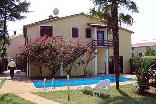 Schönes Haus mit Pool, Garten und Meerblick