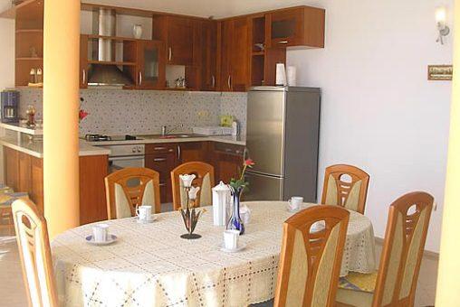 Esszimmer und offene Küche