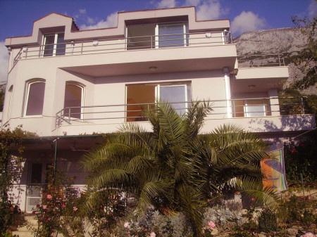Große Villa mit schönem Garten
