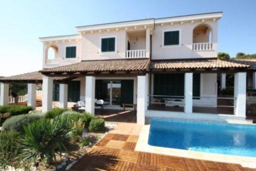 Schöne Villa mit drei Maisonette- Wohnungen