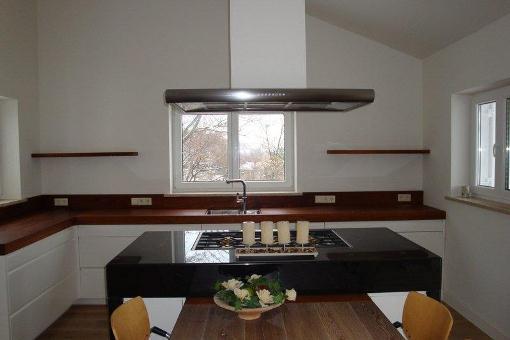Küche mit Marmor- Kochfeld