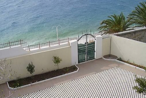 Große Villa direkt am Strand