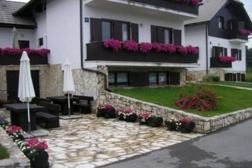 Drei wunderschöne Ferienhäuser im Nationalpark Plitvice Lakes